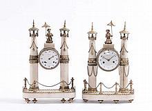 Coppia di orologi Luigi XVI in marmo bianco e bronzo dorato, XVIII secolo