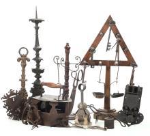 Lotto di oggetti in ferro e metallo, varie epoche,