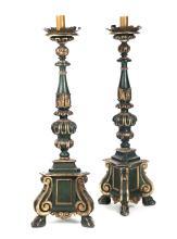Coppia di torciere in legno dipinto e dorato, XVII secolo,