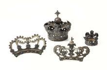 Lotto di due corone in argento e metallo argentato e due coroncine,