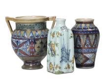 Lotto di tre piccoli vasi in ceramica, due Gualdo Tadino e uno Cantagalli, tutti marcati anni 30,
