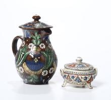 Lotto composto da una caffettiera decoro in gres smaltato a rilievo ed una zuccheriera, manifattura periodo Liberty,