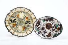 Due vassoi centinati in maiolica, decoro floreale di fantasia in policromia, manifattura Molaroni Pesaro, anni 30 del '900,