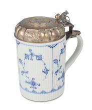 A Danish mug with Royal Copenhagen majolica, 1699/1730