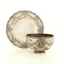Coppa in argento con piattino, punzoni di fantasia ad imitazione dell'argenteria del XVIII secolo,