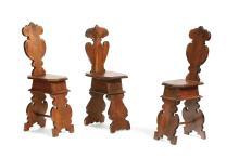 Tre sgabelli in noce, Toscana epoche e disegni differenti,