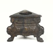 Calamaio a tripode in bronzo fuso a cera persa e nettato a cesello, Venezia, XVI secolo,