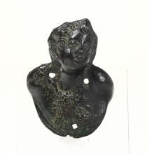 Pomello da portone in bronzo fuso a cera persa in forma di busto di fanciullo, in prima patina. Venezia, bottega di Nicolò Roccatagliata, fine '500 inizi '600.,
