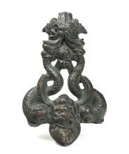Battente in bronzo con delfini, XVIII-XIX secolo,