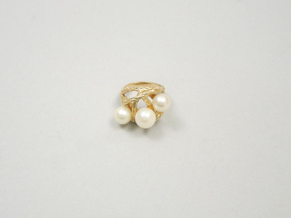 14K GOLD AND PEARL RING.