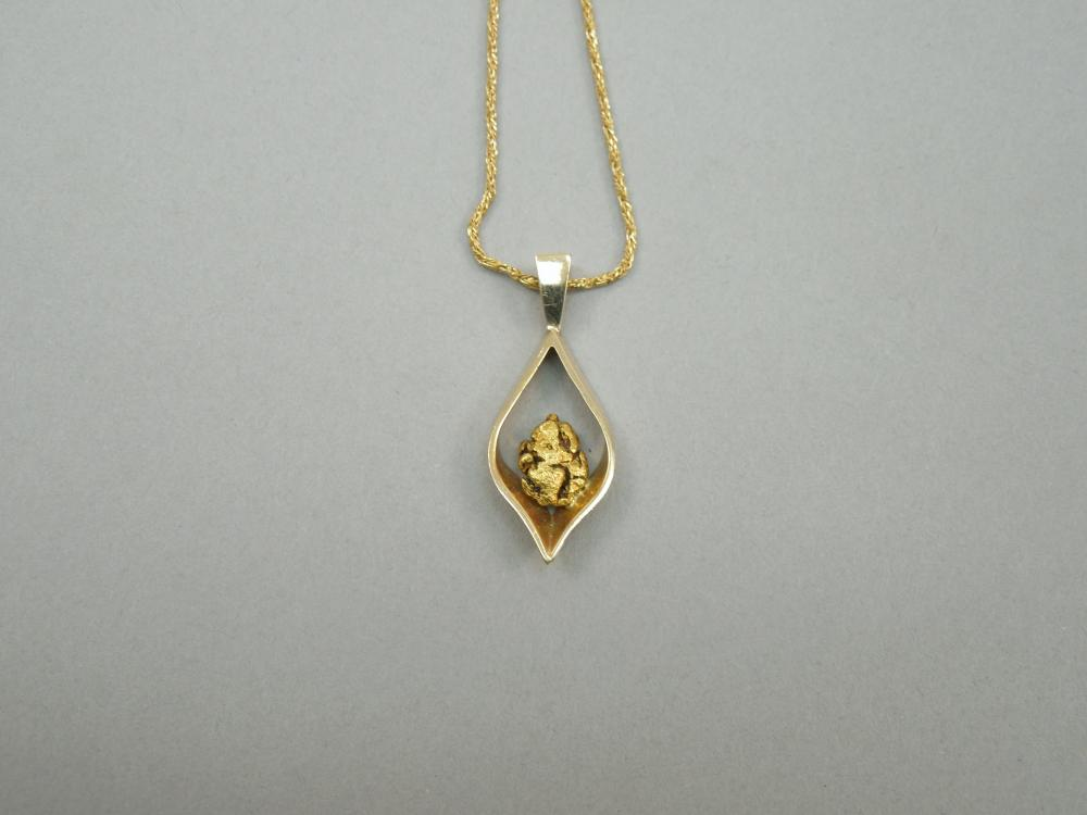 14K YELLOW GOLD CHAIN WITH 14K PENDANT.