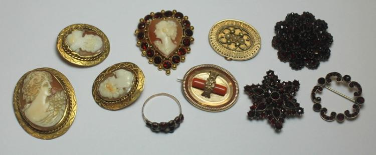 JEWELRY. Grouping of Antique/Vintage Gold Jewelry.