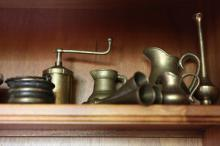 A small collection of brass jugs, coffee grinder and car horn