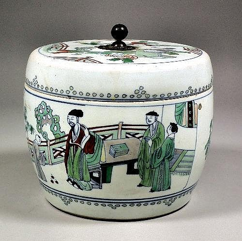 A Chinese Wucai porcelain bowl and cover enamelled