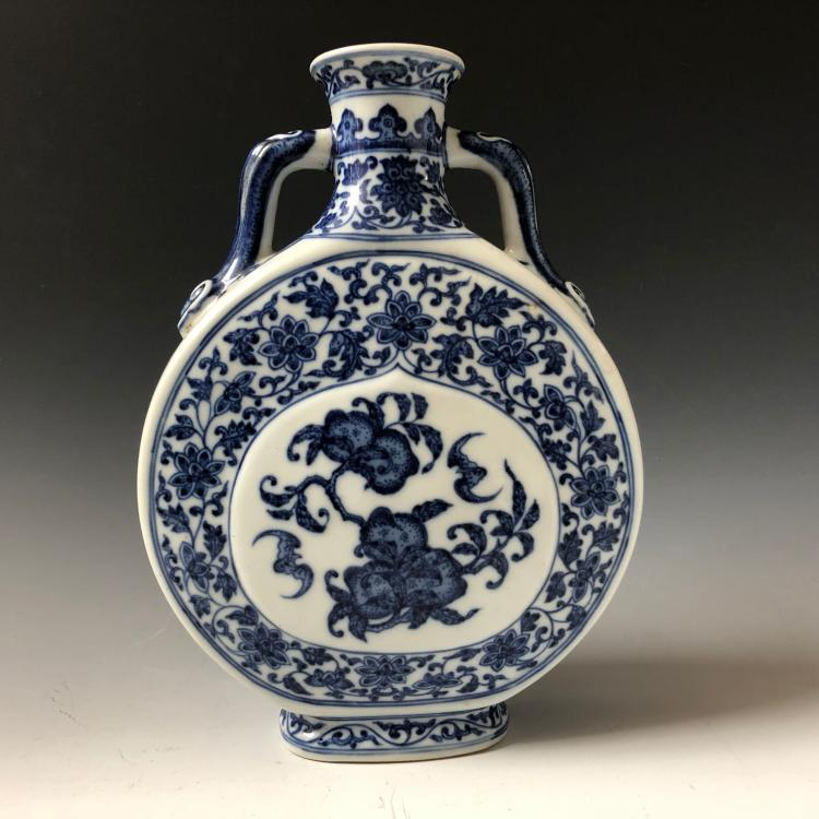 BEAUTIFUL CHINESE ANTIQUE BLUE AND WHITE MOONFLASK, MARKED