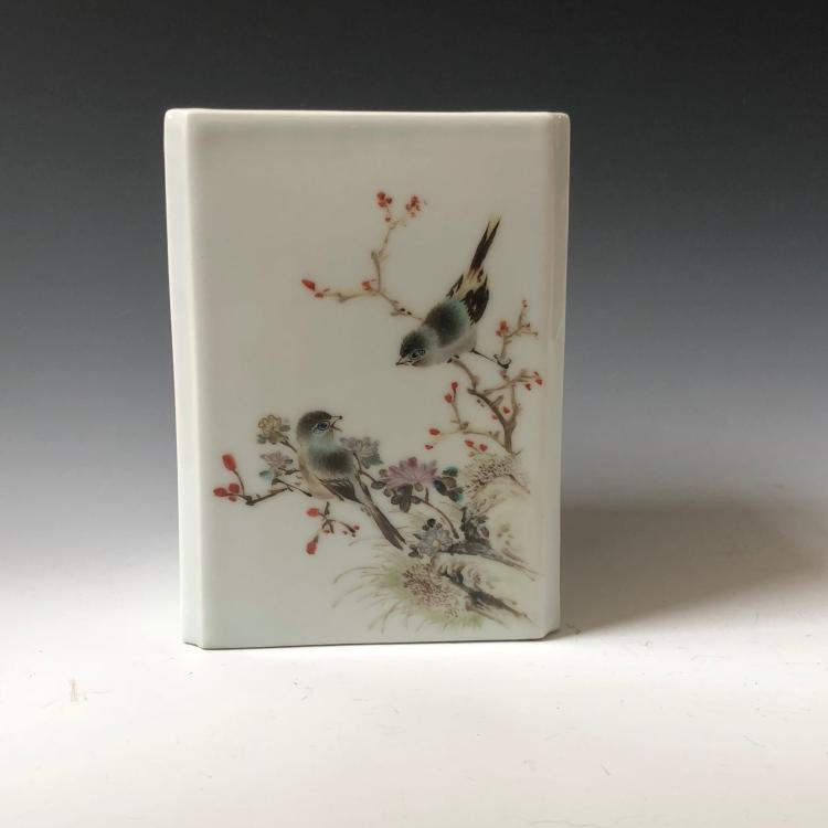 A FINE CHINESE ANTIQUE FAMILLE-ROSE BRUSHPOT