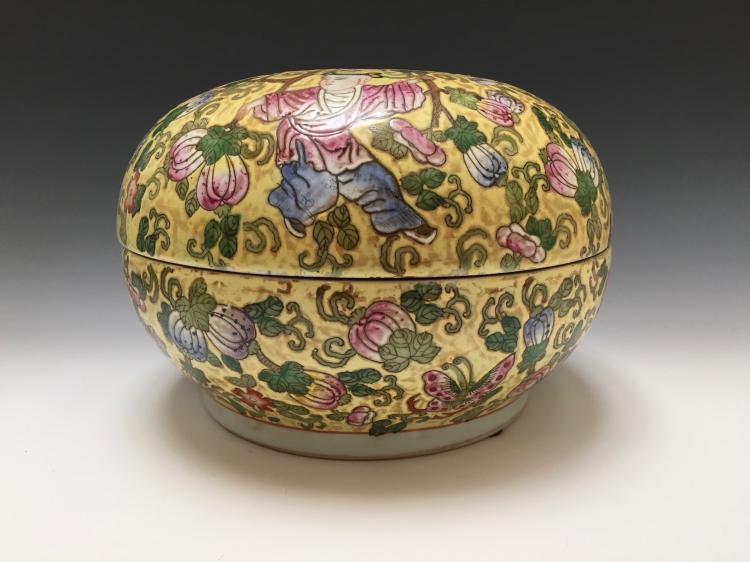 CHINESE FAMILL ROSE PORCELAIN BUTTERFLIES AND GOURD VINE BOX AND COVER REPUBLIC PERIOD