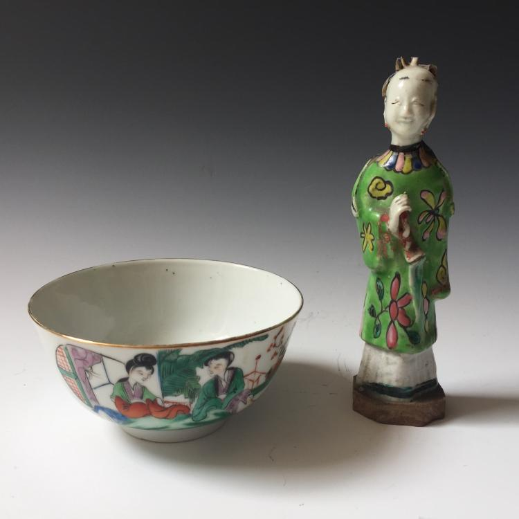A SET OF CHINESE ANTIQUE FAMILLE ROSE PORCELAIN BOLW AND FIGURE