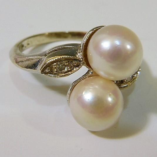 14K WHITE GOLD PEARLS RING
