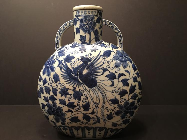 ANTIQUE Chinese Blue and White Moon Flask Vase, Late Qing period.