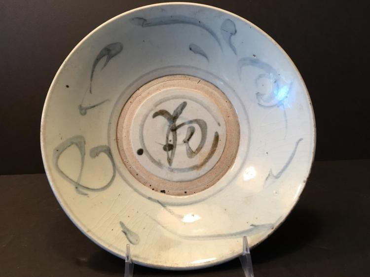 ANTIQUE Chinese Blue and White Stoneware Plate, Ming period. 9 1/2