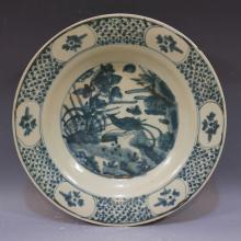 LARGE ANTIQUE CHINESE BLUE WHITE PORCELAIN CHARGER - MING DYNASTY
