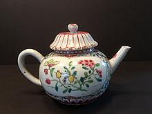 ANTIQUE Chinese Famille Rose Lotus Teapot, early 18th Century, Yongzheng period. 4 1/4