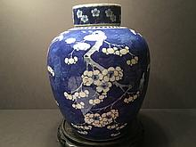 ANTIQUE Chinese Large Blue and White Covered Jar, 18-19th Century. 13