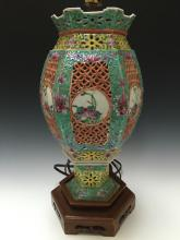 CHINESE ANTIQUE FAMILL ROSE PORCELAIN LAMP,19TH/EARLY 20TH CENTURY