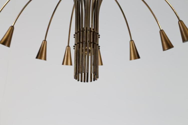 STILNOVO Grande lampadario in ottone a venti lumi, anni 50.