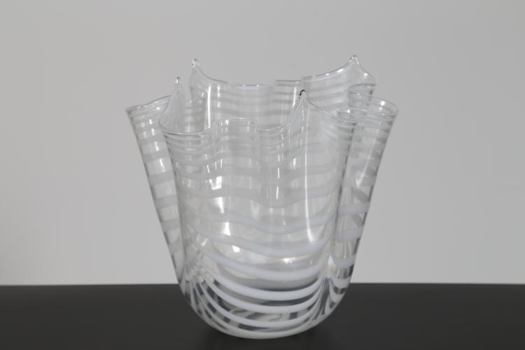 Vaso fazzoletto con inclusioni bianche, Murano anni 70