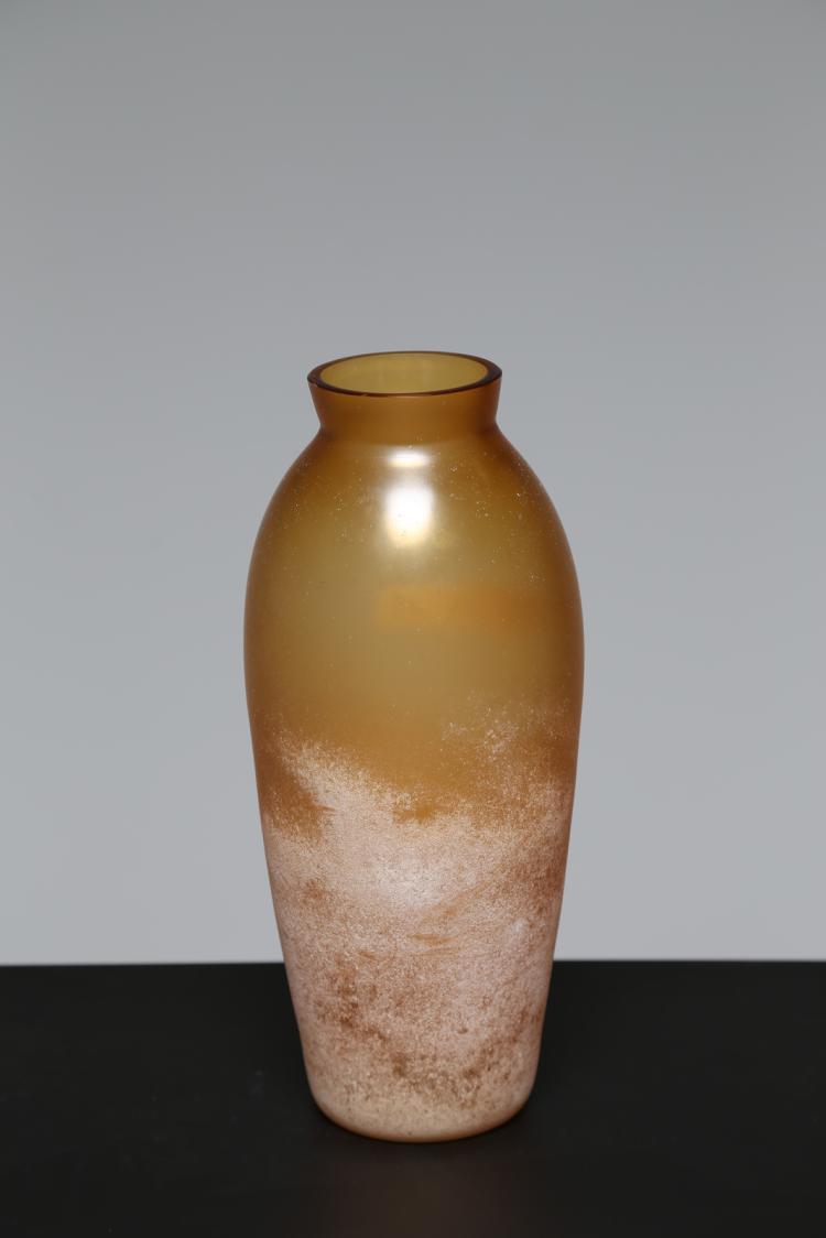 Vaso in vetro scavo colore giallo sfumato, Murano anni 60