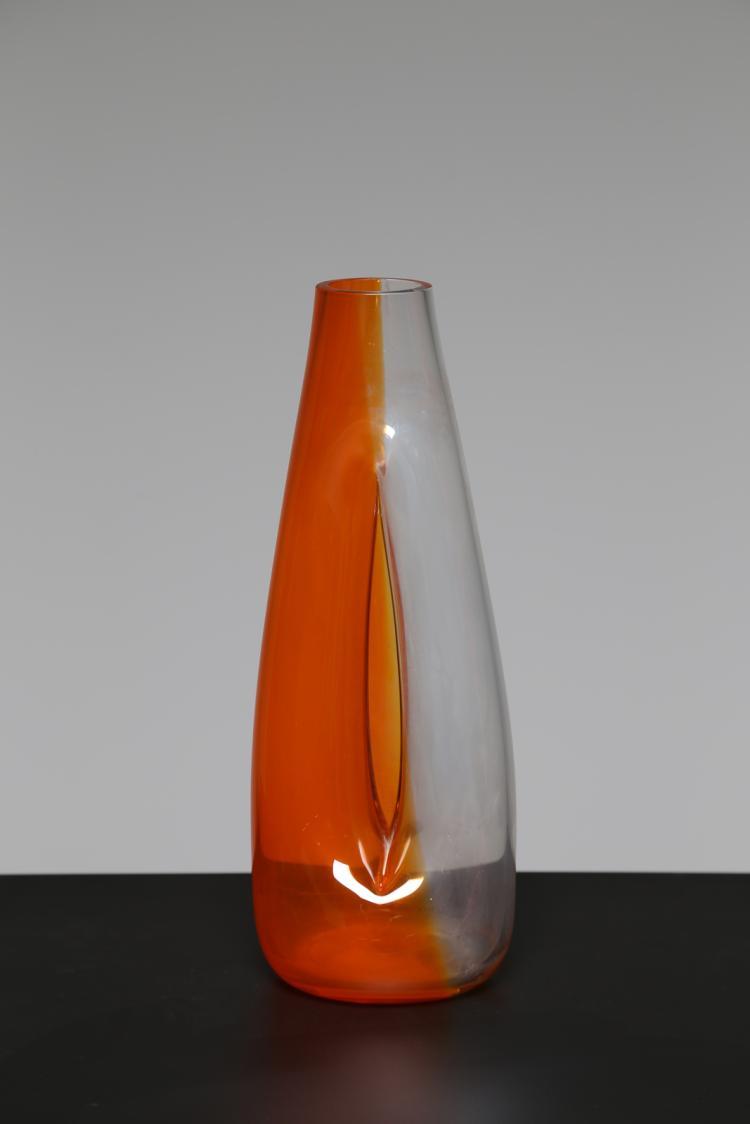Attrib. Vaso in vetro soffiato bicolore conico e schiacciato, Murano anni 60