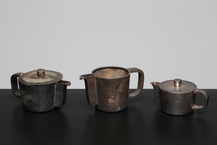 Set da tè e caffè in metallo argentato, prodotto da Krup per Grand Hotel Principe di Venezia, Krup anni 50. Marchio inciso alla base