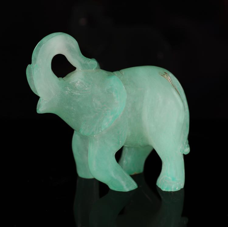 Elefantino in pietra dura verde acqua.