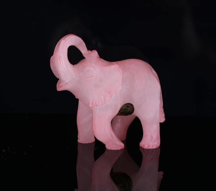 Elefantino in pietra rosa.