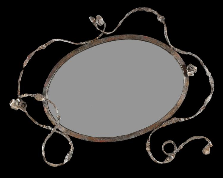 Specchio in ferro battuto, anni '70.