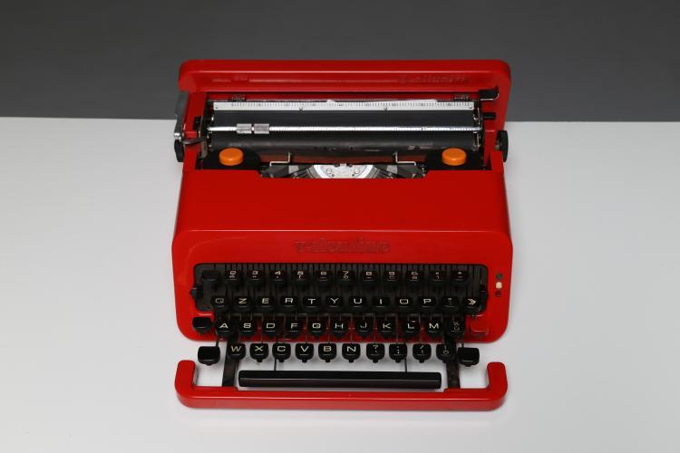 Macchina da scrivere portatile mod. Olivetti Valentine, progettata in collaborazione con Perry A. King per Olivetti 1968, compasso d'oro 1970