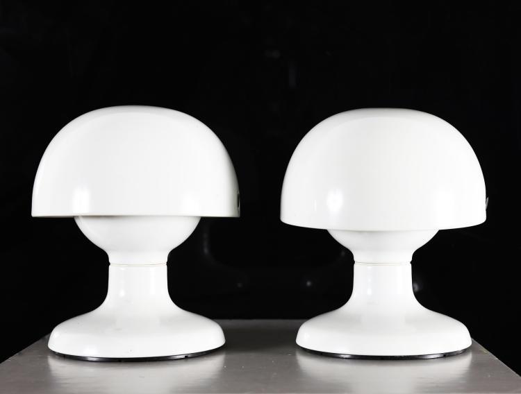 Due lampade da tavolo in metallo laccato bianco, mod. Jucker, per Flos, anni 60