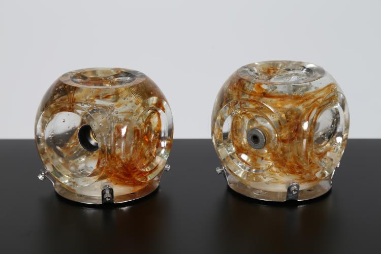 Coppia appliques in vetro ambrato e metallo cromato, anni 70