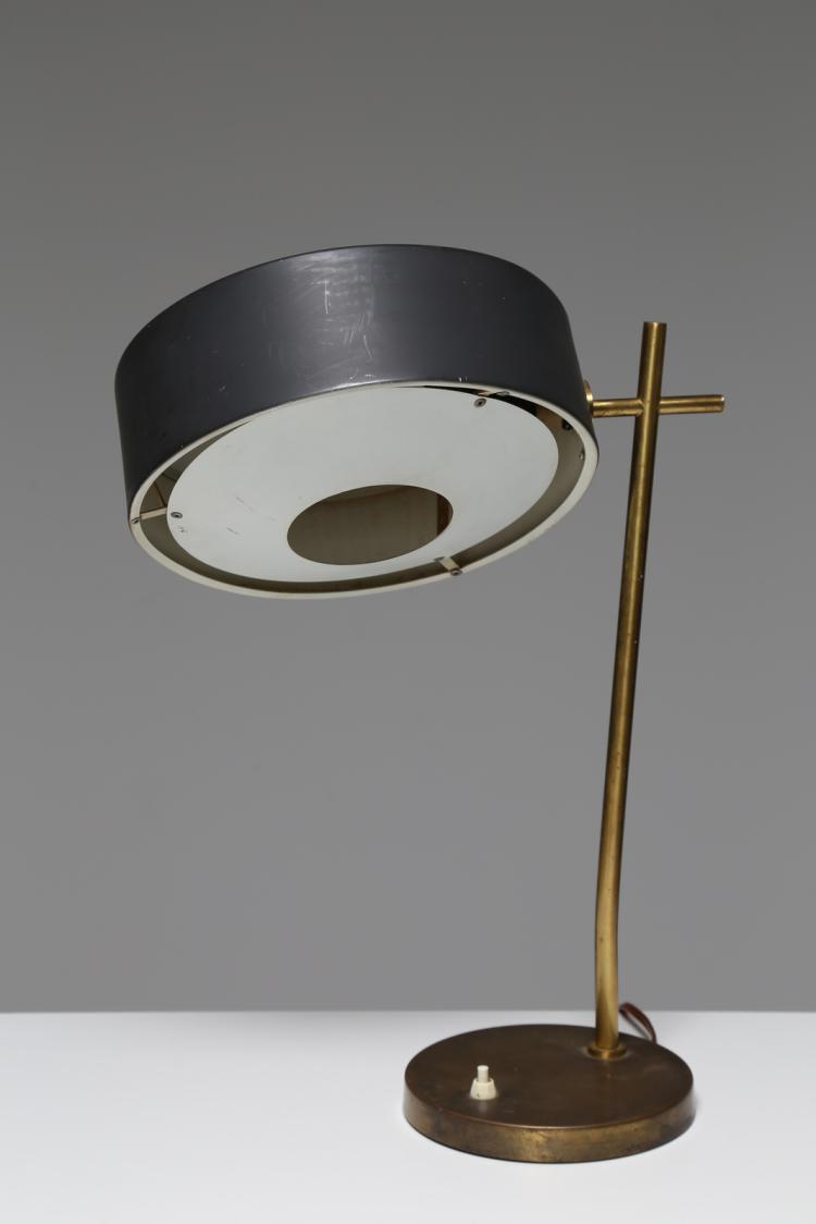 Lampada da tavolo in metallo laccato e ottone, anni 50
