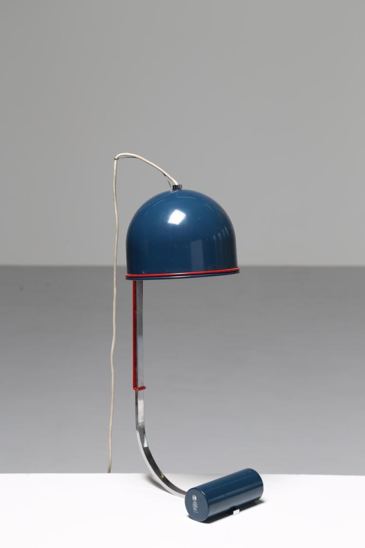 Lampada da tavolo in metallo laccato e cromato, anni 60