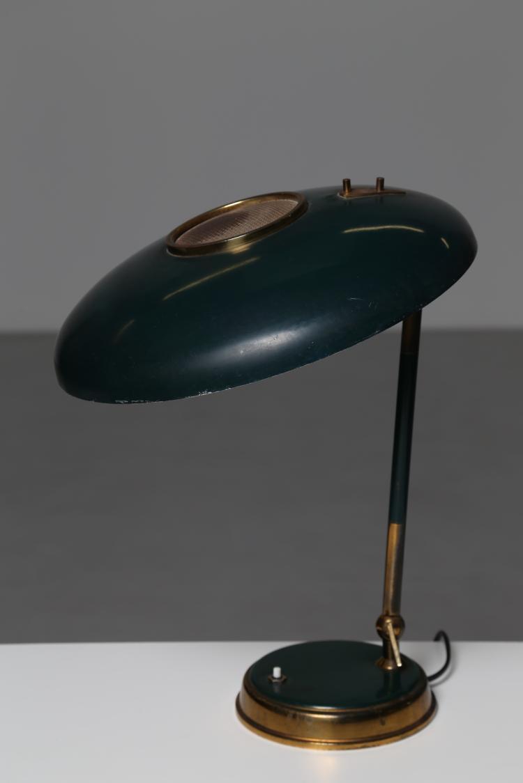 Lampada da tavolo in metallo laccato e ottone, per Lumi Milano anni 50