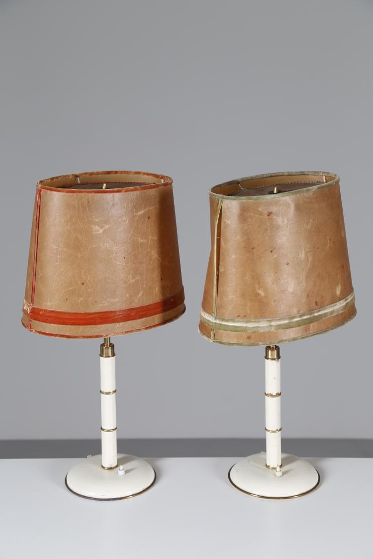 Coppia di lampade da tavolo in legno laccato e ottone, anni 70