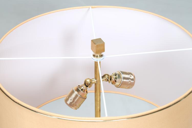 Coppia di lampade da tavolo, in radica di legno e ottone, an