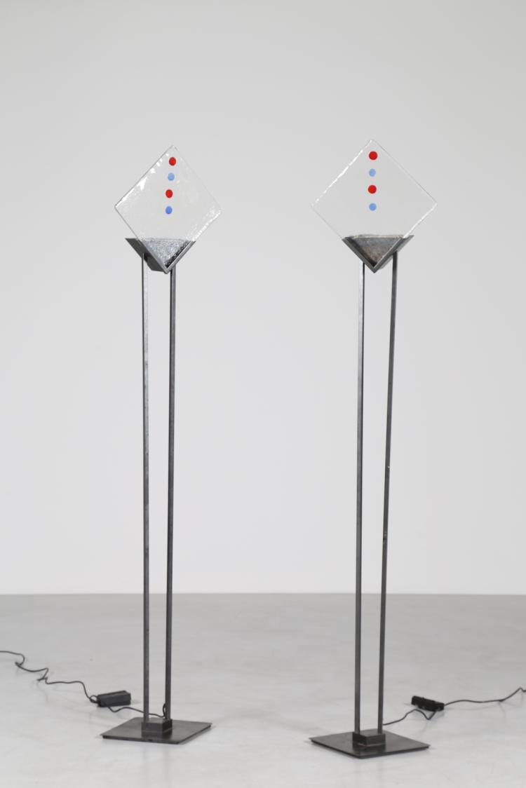 Coppia di lampade da terra in metallo e vetro, anni 70
