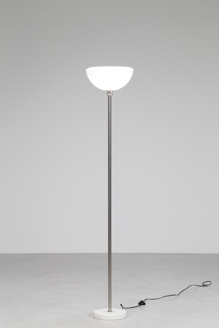 Lampada da terra con base di marmo, stelo cromato e diffusore in vetro opalino, mod. Papavero, per Flos, anni 60