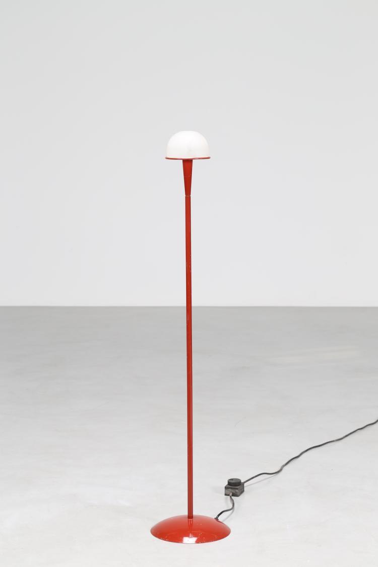 Lampada da terra in metallo verniciato rosso e diffusore in vetro bianco, mod. Nuova Segno, per Fontana Arte, anni 80