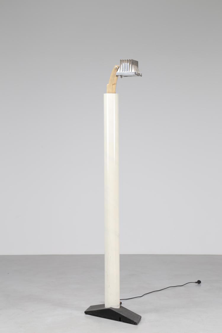 Lampada in acciaio verniciato con diffusore in alluminio regolabile elementi in ottone e base in ghisa, mod. HH101B, per Baleri, anni 80