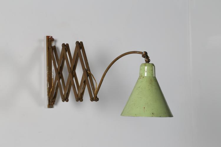 Lampada da parete estensibile in metallo laccato e ottone, anni 50